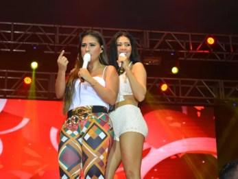 Simone e Simaria agitam público durante show em Porto Velho (Foto: Jonatas Boni/ G1)