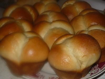 How to Make Easy Cloverleaf Dinner Yeast Rolls