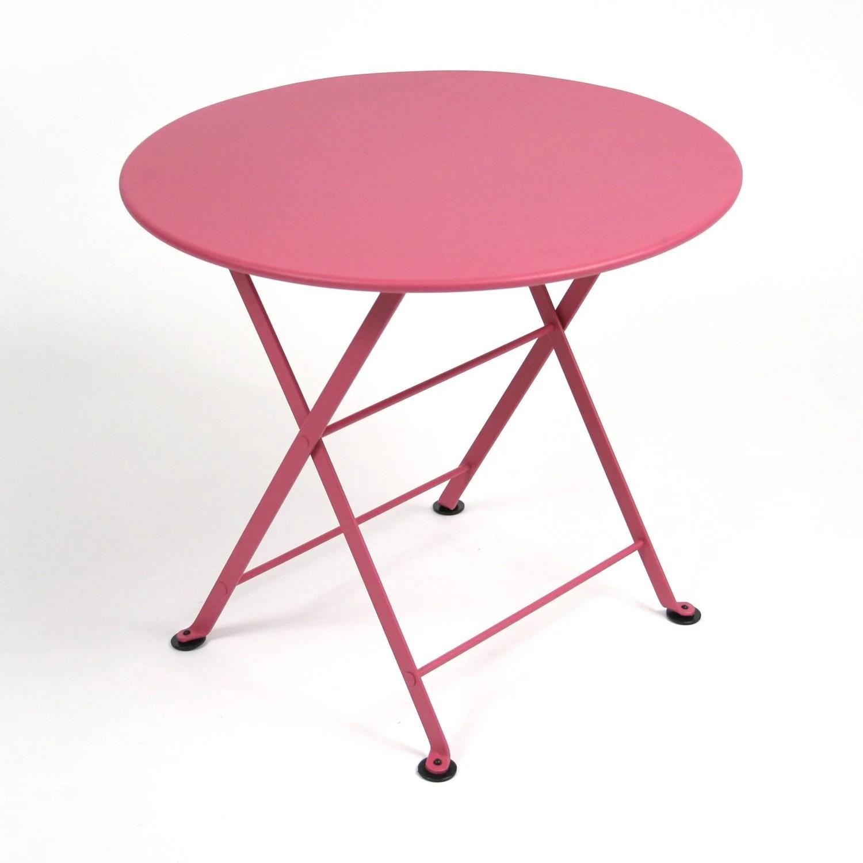Table Fer Jardin | Table En Fer Forgé Et 6 Chaises Dans Un Jardin ...
