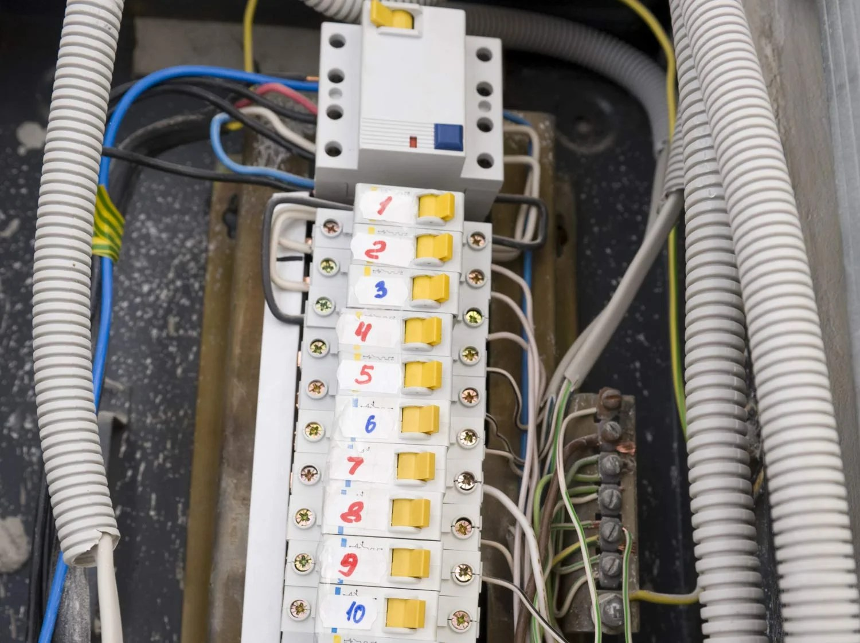 fixer cable electrique mur exterieur | fixation cable electrique