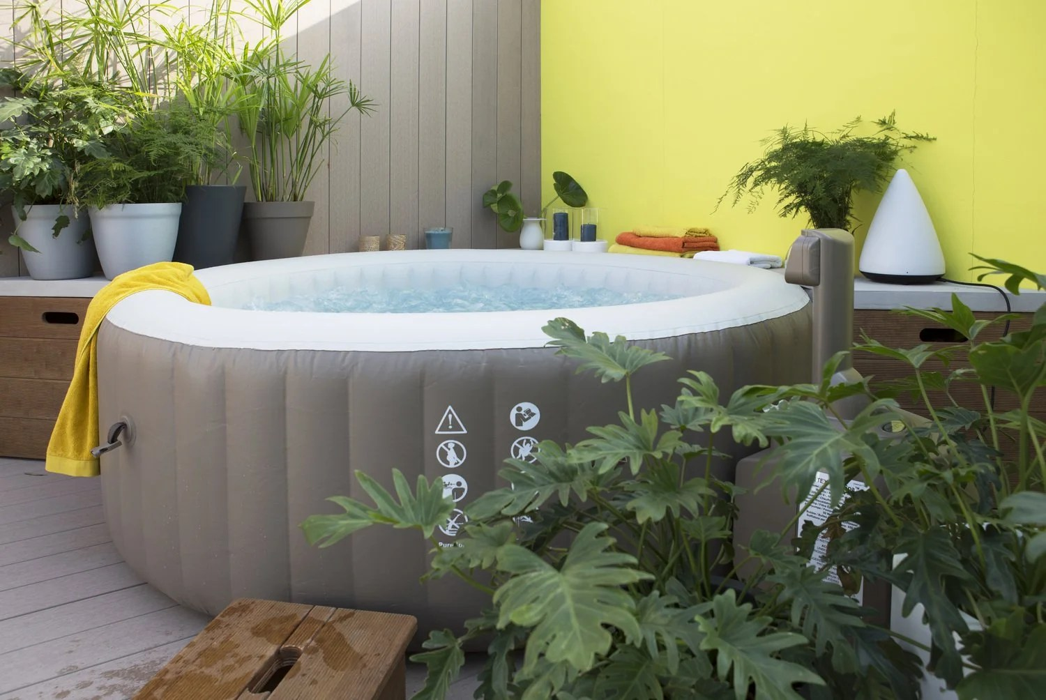 Amenagement Terrasse Jacuzzi Un Spa Gonflable Sur La Terrasse Leroy Merlin