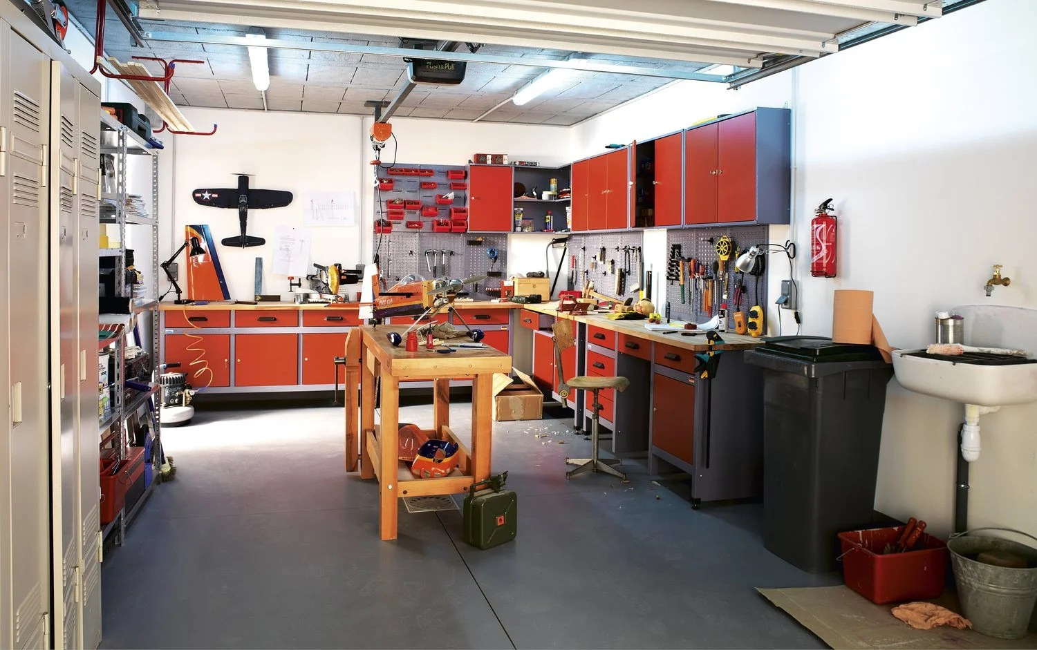 Idee Amenagement Garage Un Atelier De Garage Leroy Merlin