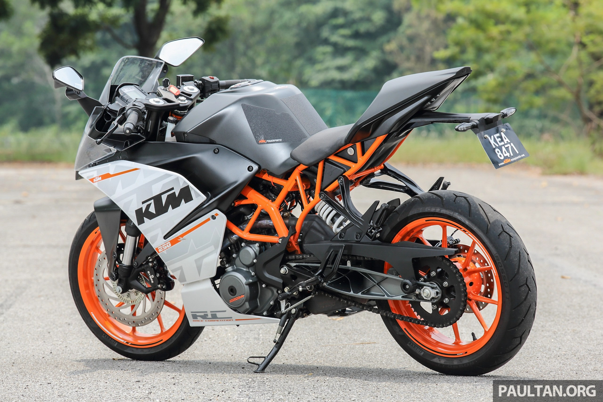 Entry5 Review 2016 Ktm Duke 250 And Rc250 Good Handling And