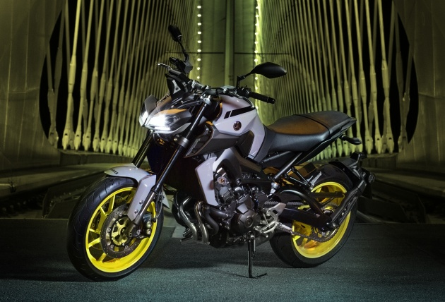 2017 Yamaha MT-09 updated for the new year - now with LED lights