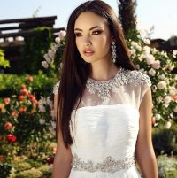 10 Glamorous Hairstyles For The Beautiful Bride  Gawin