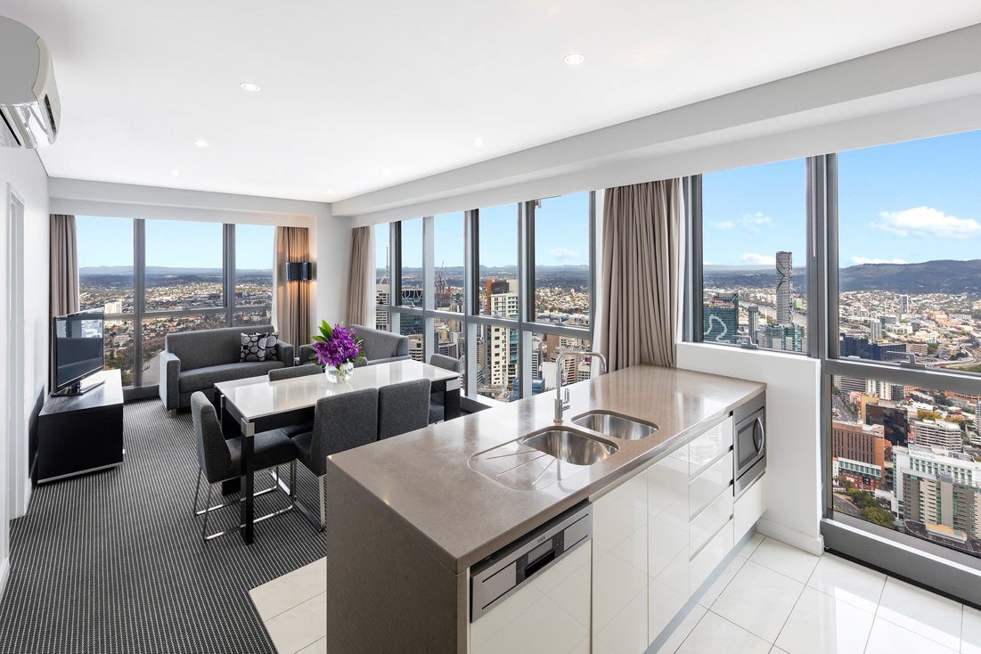 1 Bedroom Apartment Brisbane 3 Bedroom Altitude Suite Adelaide Street Brisbane Meriton Suites