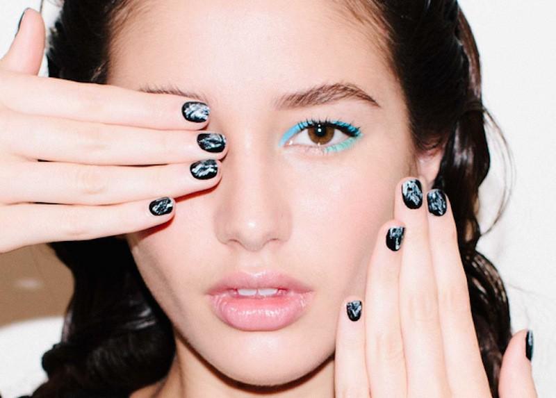 ClioMakeUp-trend-unghie-corte-star-manicure-chic-romantico-nero-bianco