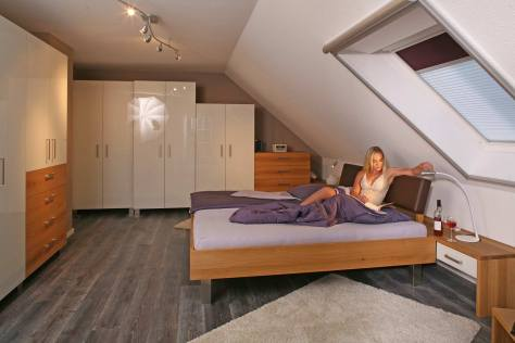Aktuelles Schlafzimmer in Eiche mit weißem Glas und der amtierenden Miss Erlangen