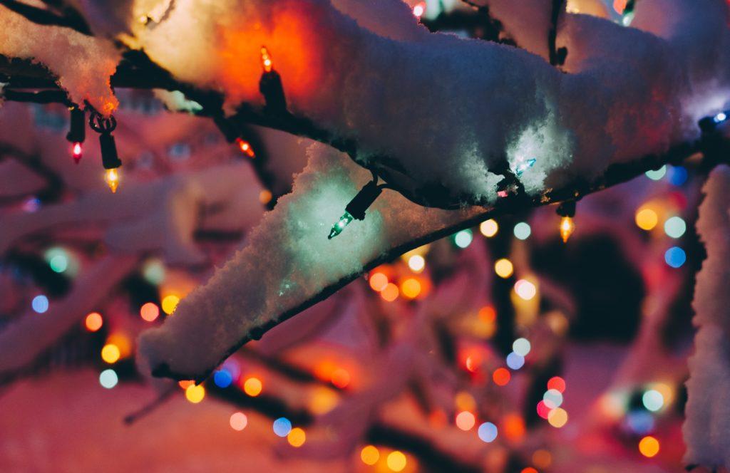 Decorar tu casa con luces de navidad para exteriores Housfy - Decoracion Navidea Para Exteriores De Casas