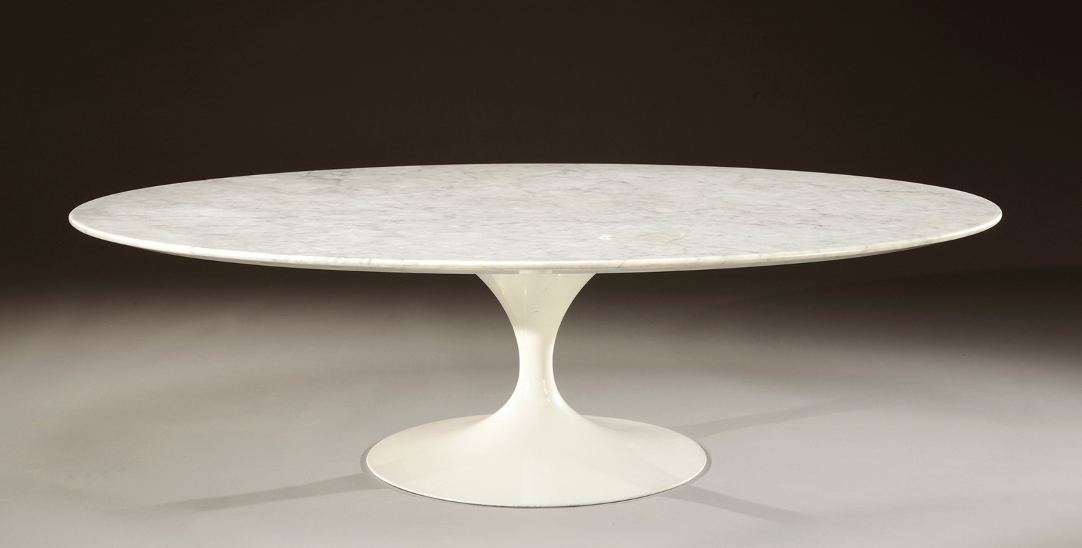 Table Ovale Saarinen Eero Saarinen 1910 1961 Table Basse à Plateau Ovale En