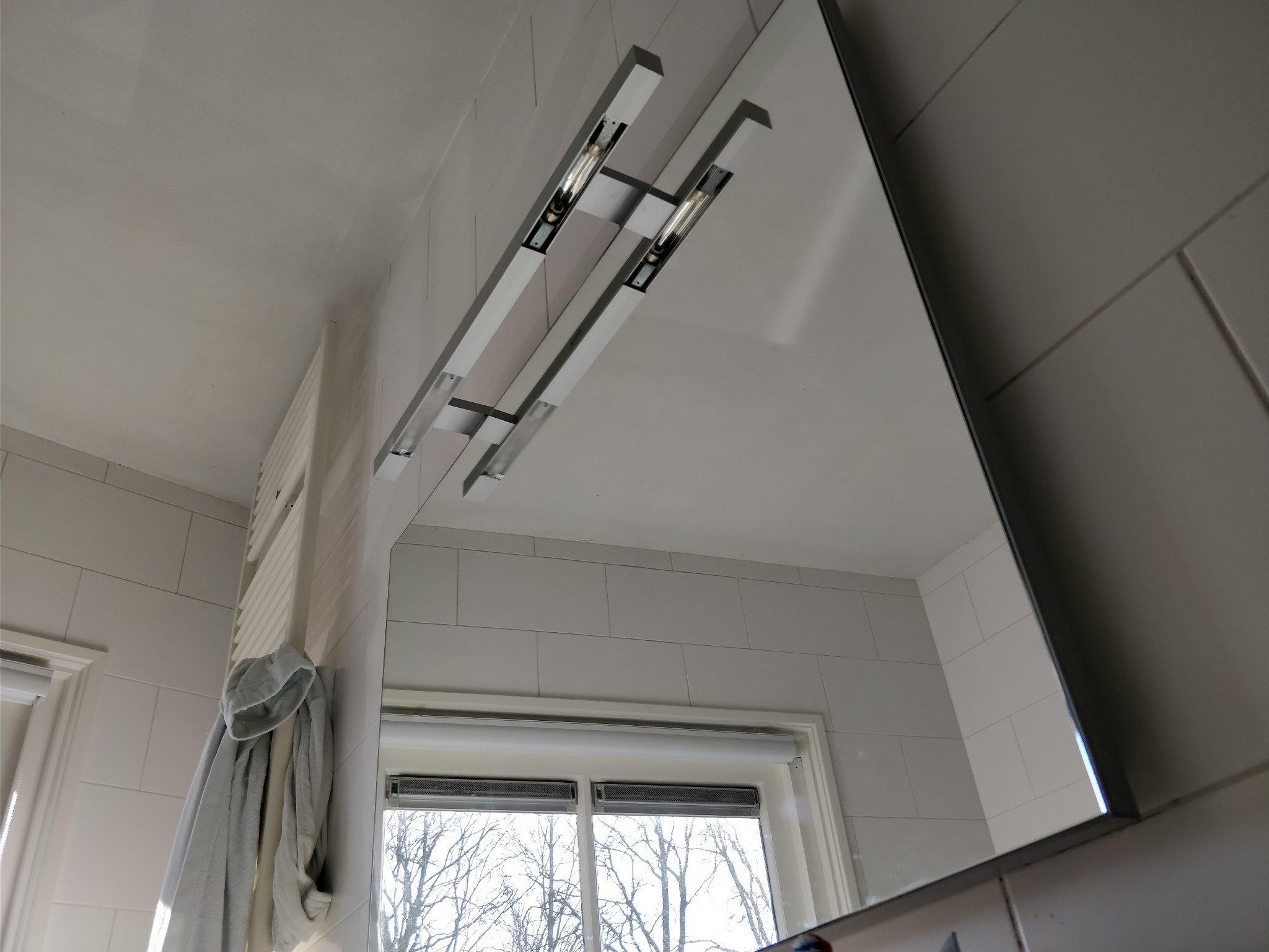 Badkamer Spiegelkast Lamp : Badkamer spiegel amsterdam badkamer spiegel met verlichting