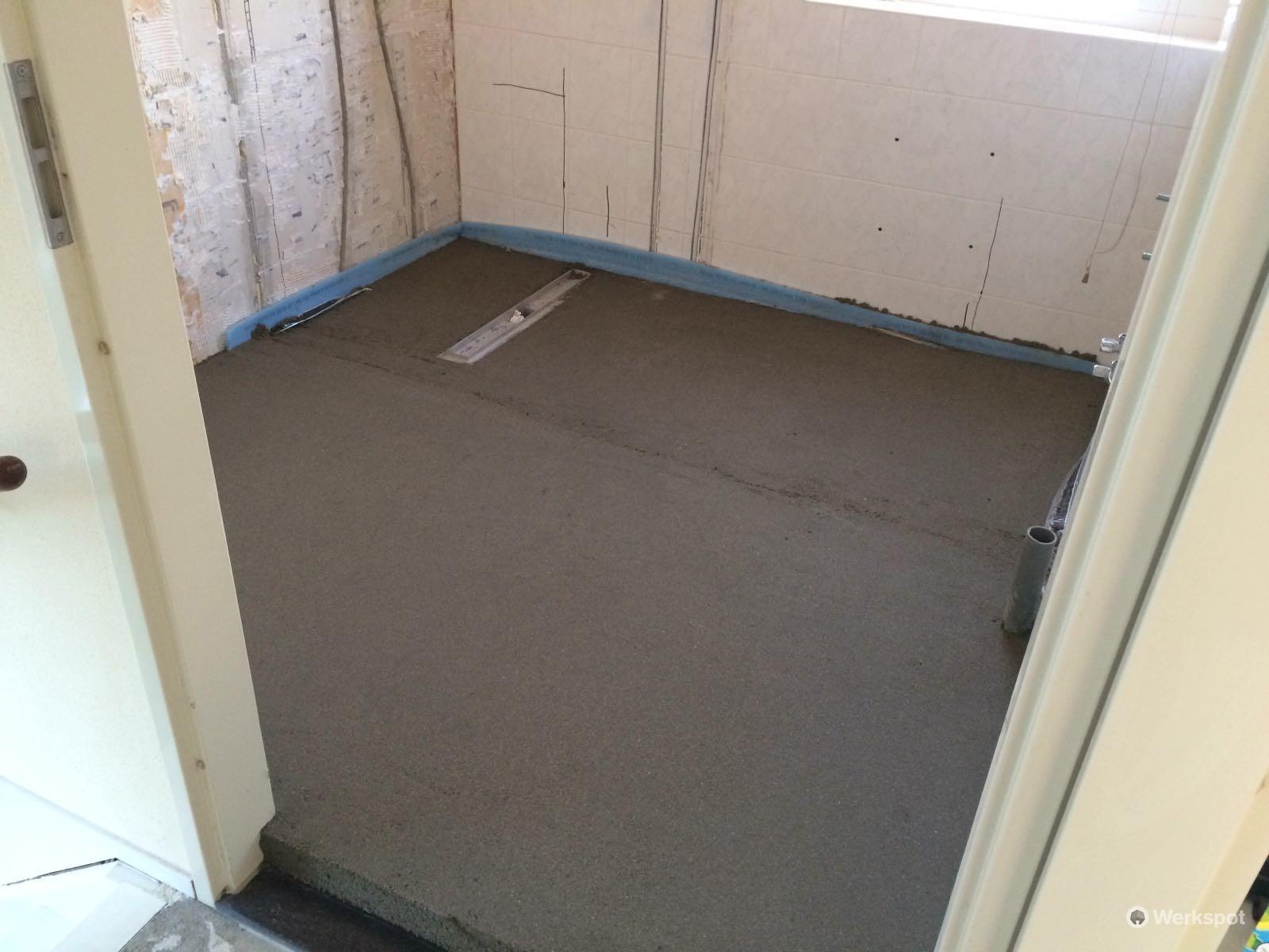 Zand cement vloer leggen deklover met vloerverwarming avv afbouw