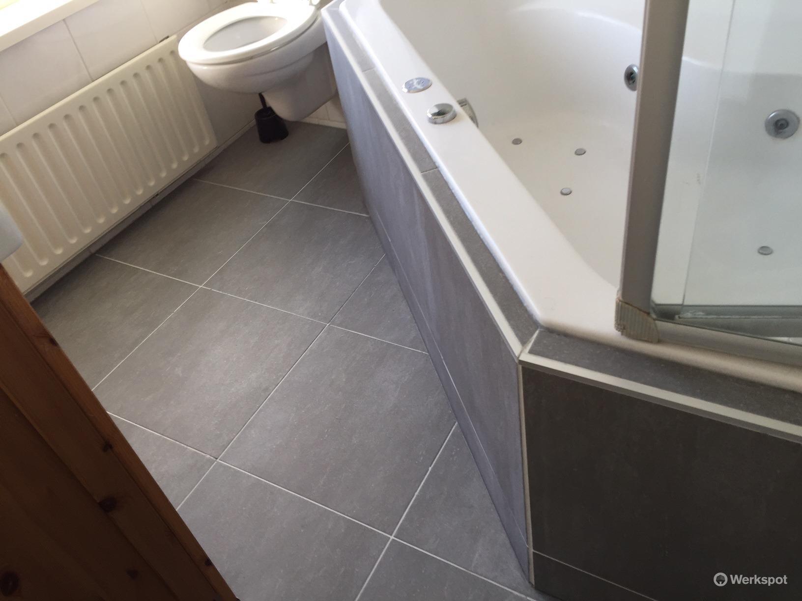 Badkamer Betegelen Tips : Badkamer betegelen bad waarom ventileren in de badkamer zo