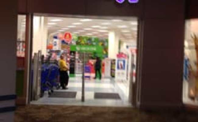 Toys R Us 11 Reviews Toy Stores 125 Westchester Ave White Plains Ny Phone Number Yelp