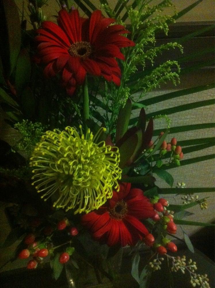 Always fresh flowers in the lobby - Yelp