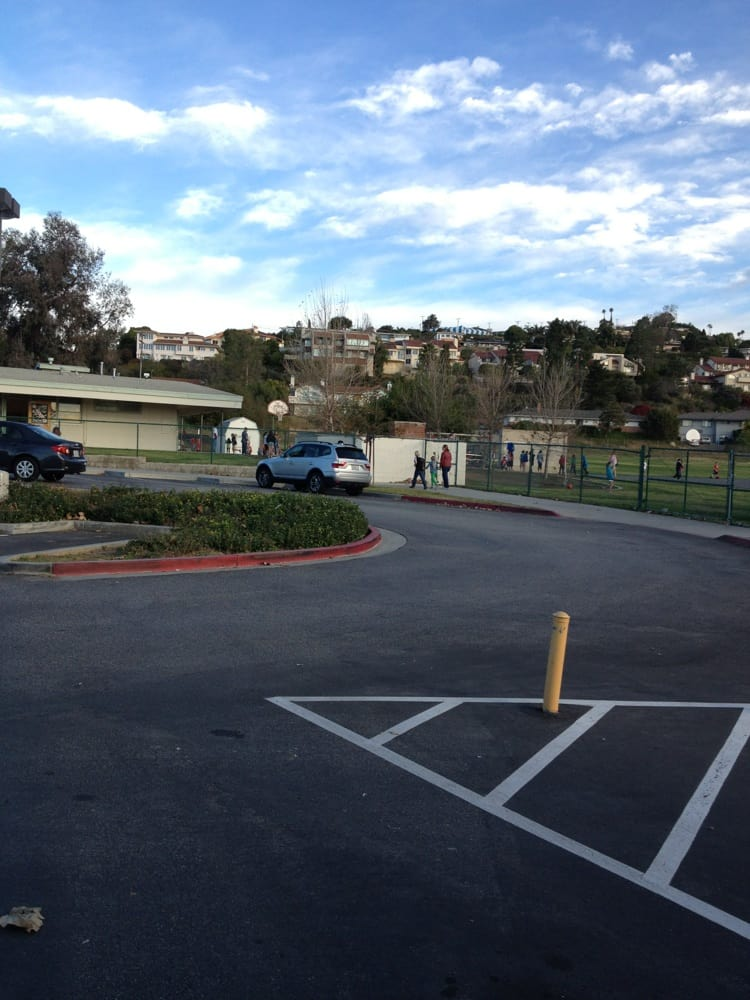 Poinsettia Elementary School - Elementary Schools - 350 N Victoria