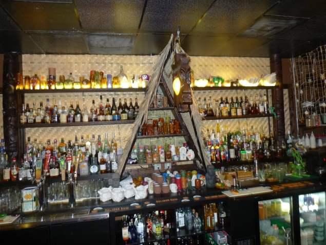 Lei Low - Houston, TX, United States. The bar, cool decor!