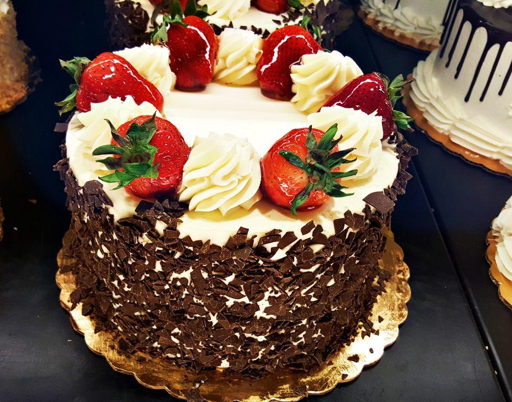 Chocolate Fresas Cake - Yelp