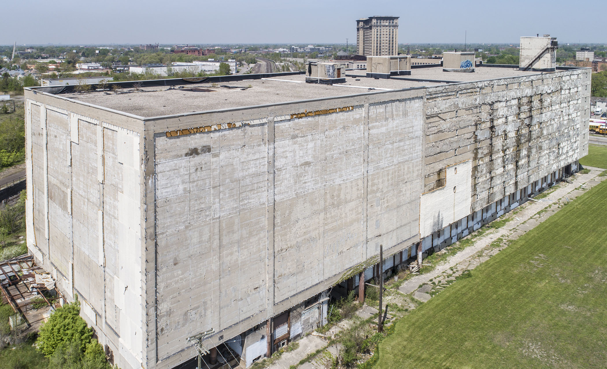 Warehouse For Sale Detroit Morouns Sell Large Corktown Building To Dennis Kefallinos