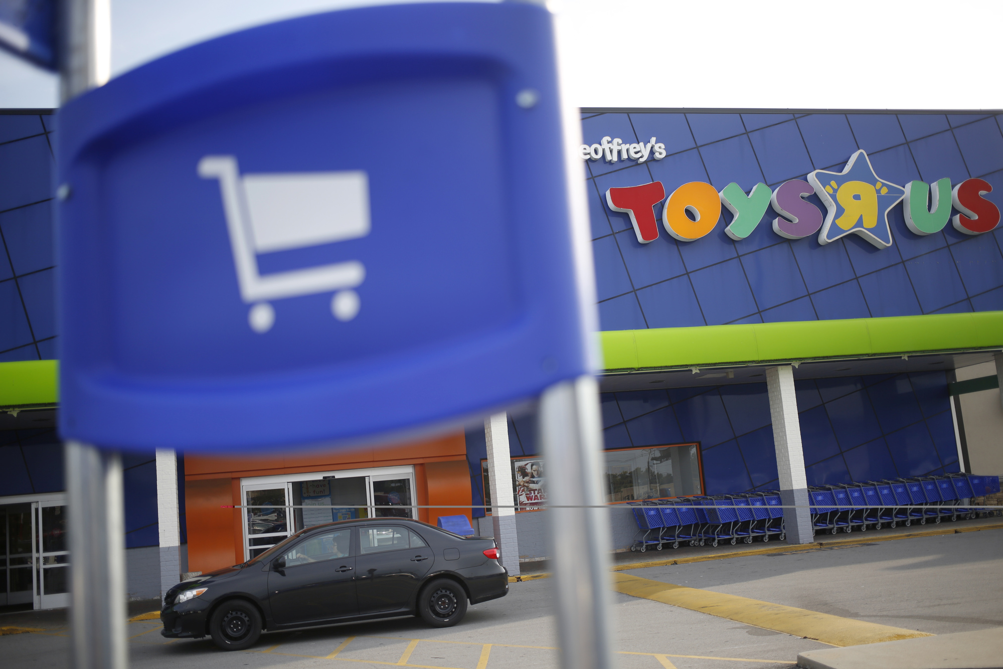 Exit Toys Toys R Us To Shut About 180 Stores In Bid To Exit Bankruptcy