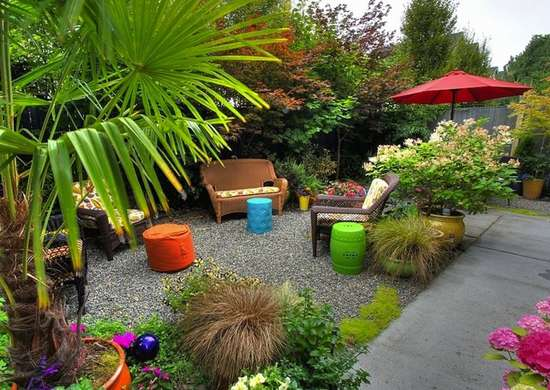 small backyard ideas to make your backyard look bigger