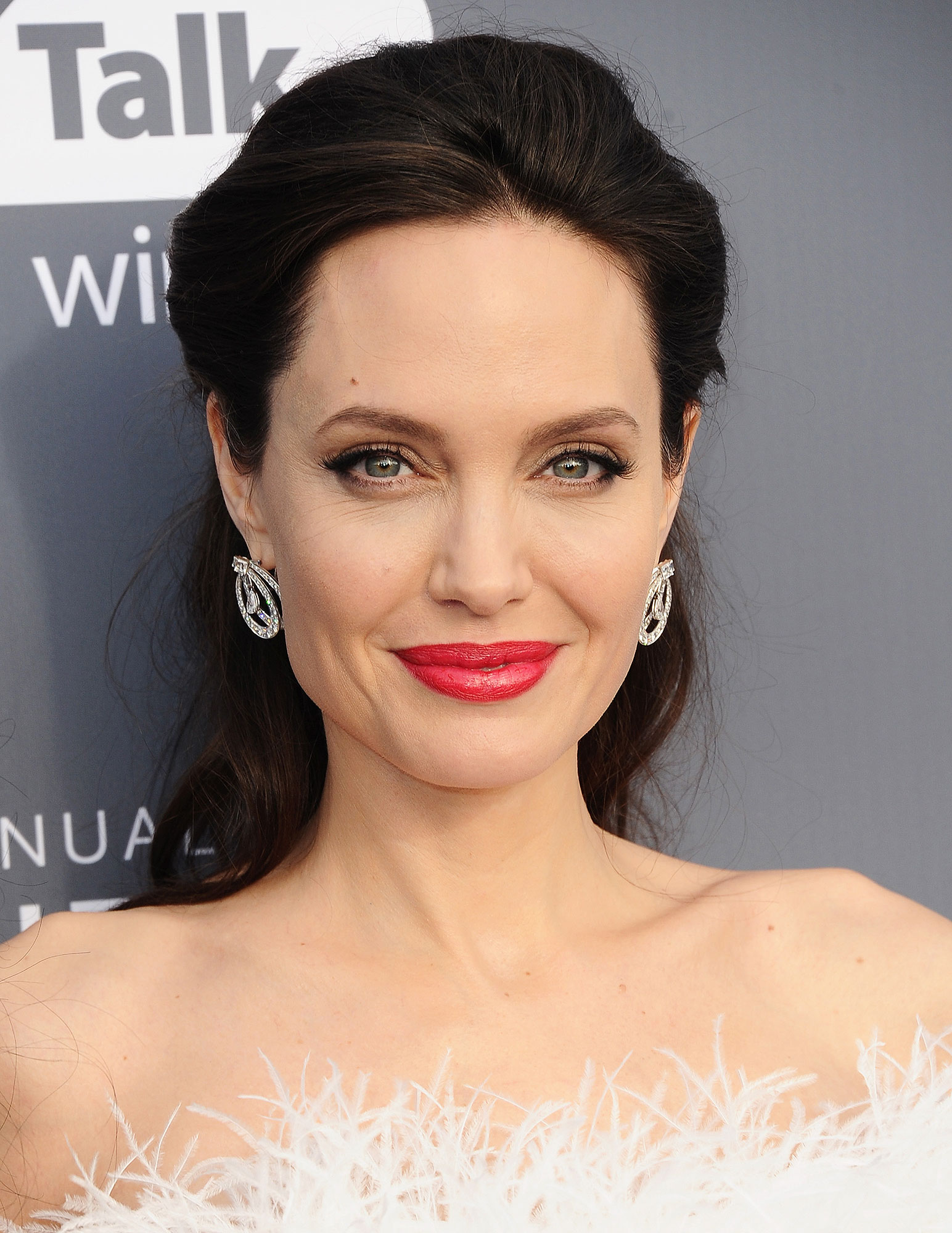 Wondrous Angelina Jolie Hairstyles You Could Apply To Your Hair