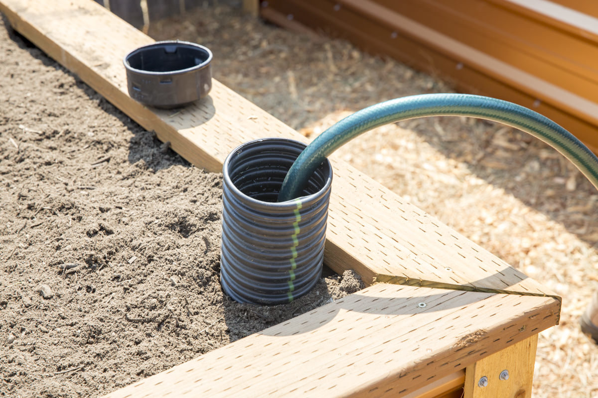 Make Self Watering Planters How To Build A Self Watering Raised Bed Part 2 Installing The