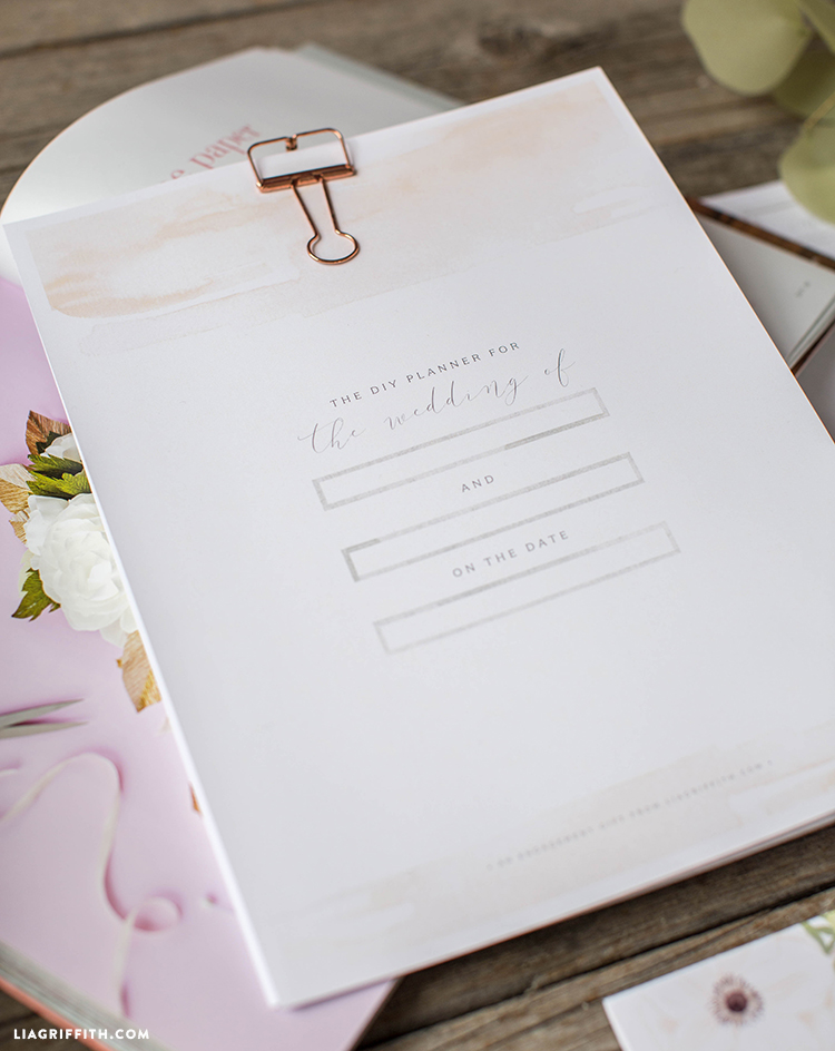 Download a pretty printable wedding planner to plan your special day