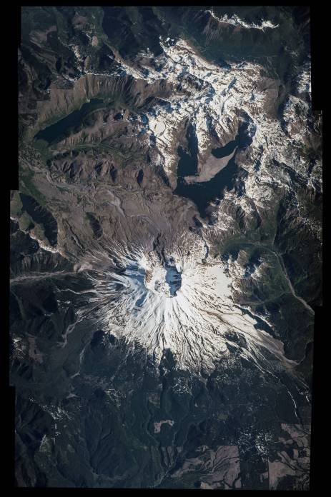 Mt Saint Helens looks spectacular from directly above!