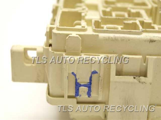 2004 Toyota Tacoma fuse box - 82730-04022