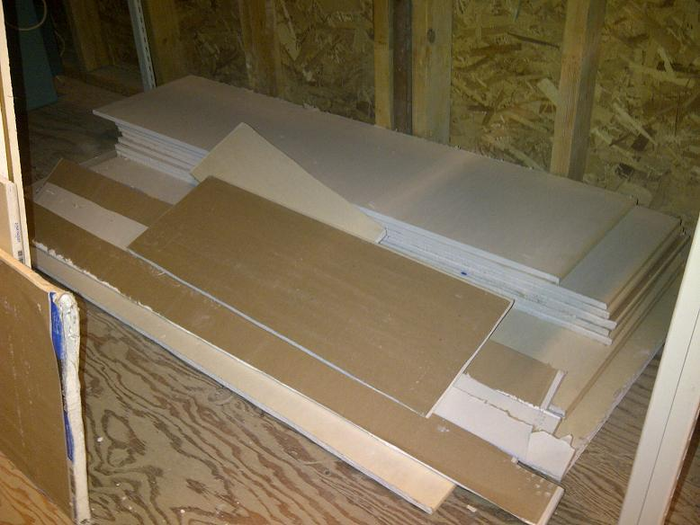 Gratis Drywall Free: Drywall Pieces (not Used) Central Saanich, Victoria