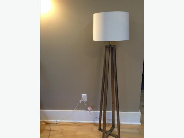 Trendy industrial floor lamp Oak Bay, Victoria