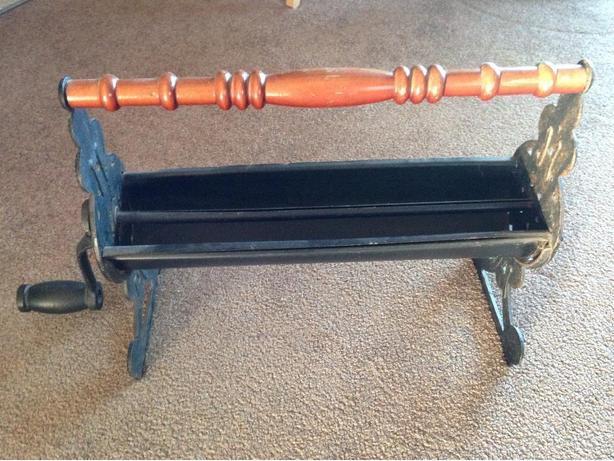 vintage cast iron paper roller Saanich, Victoria - paper roler