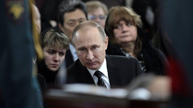 Vladimir Putin se sentó junto a la viuda y al hijo de Andrei Karlov (Reuters)