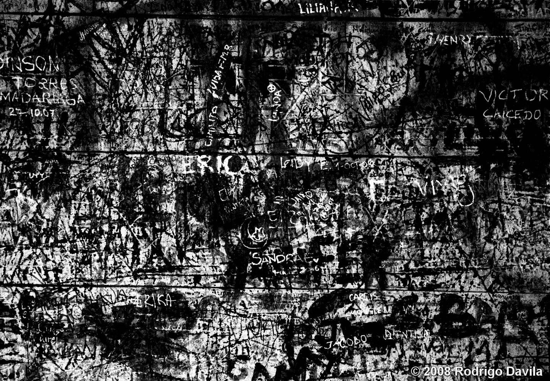 Wallpaper Hd Black White Graffiti On Wood By Rodrigo Davila Black Amp White