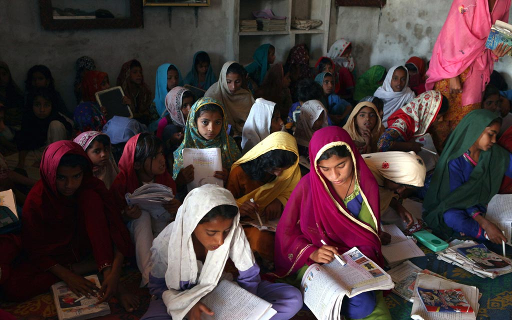 Simple Pakistani Girl Wallpaper Beyond Malala Five Stories Of Girls Education In
