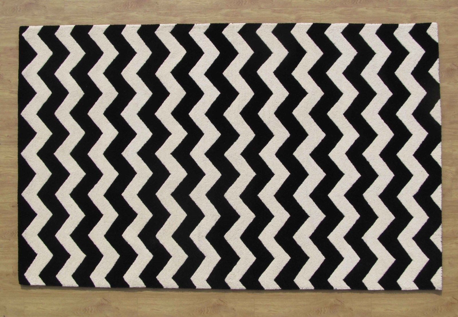 Large Hand Tufted Chevron Black And White 939 X 12