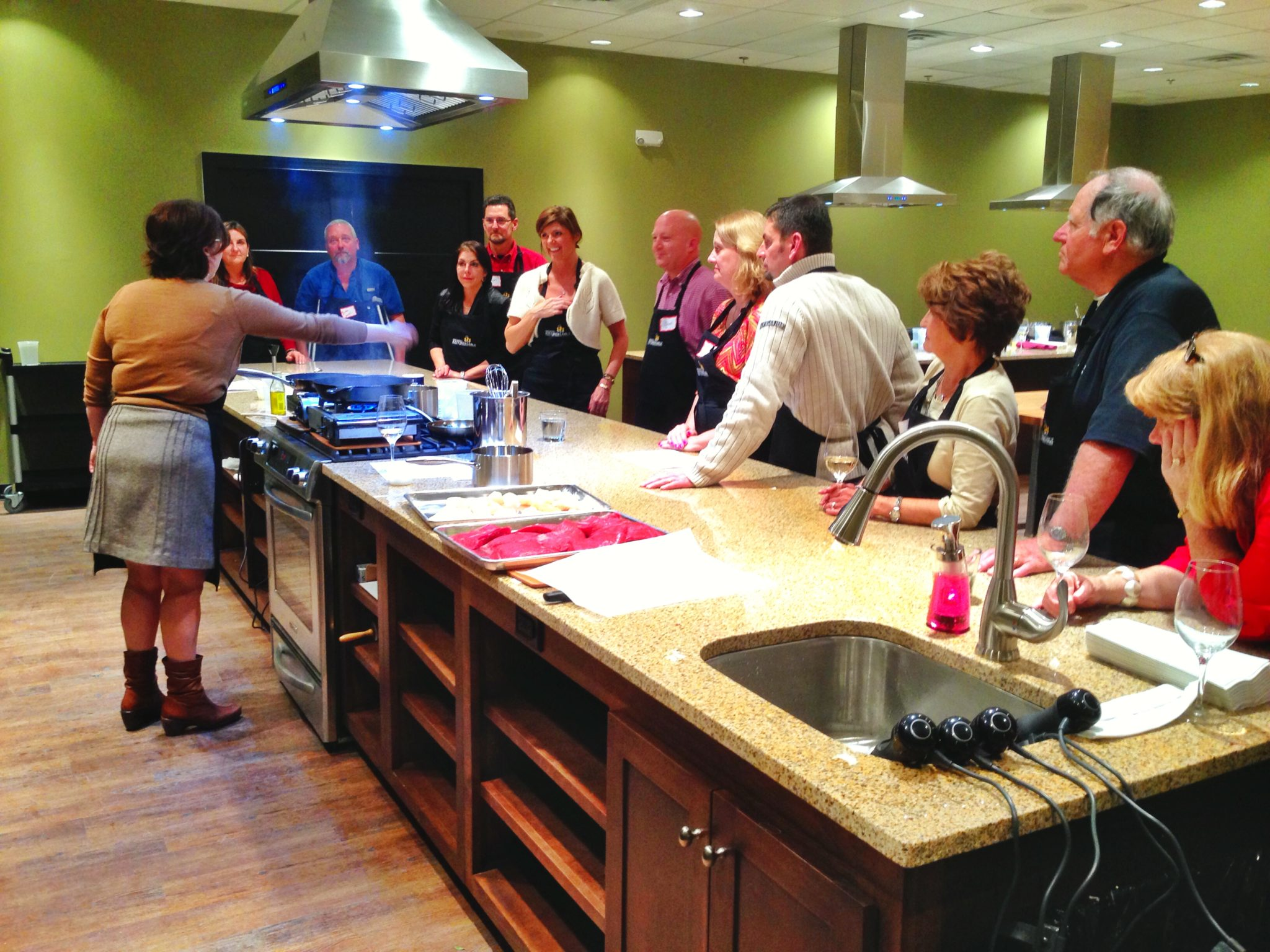 chefdarin kitchen table cooking school Groups