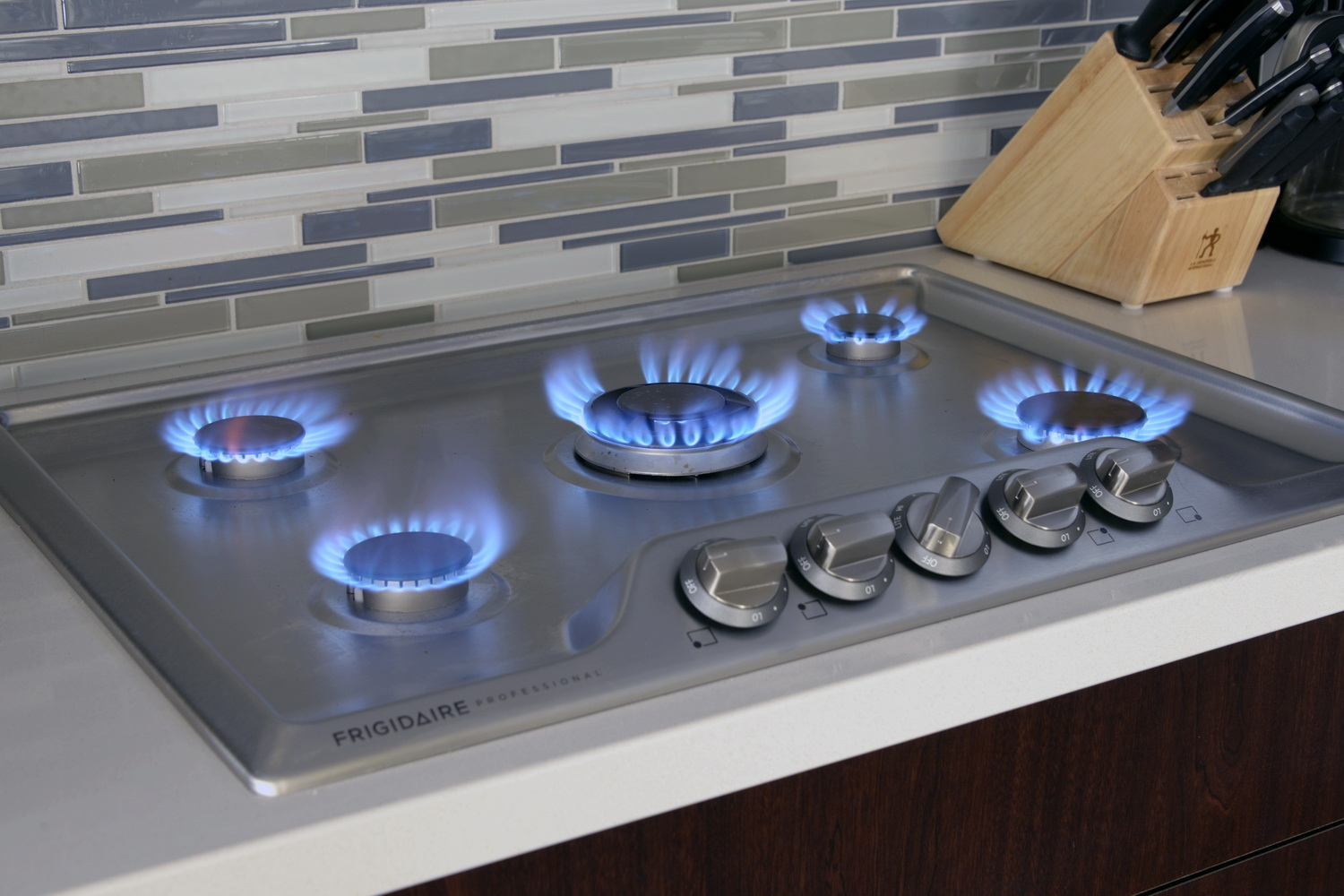 Cooktop Gas Stoves Frigidaire Fpgc3077rs Professional Cooktop Review