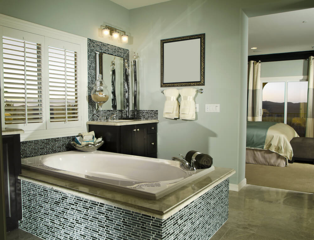 24 Master Bathrooms With Soaking Tubs In The Center