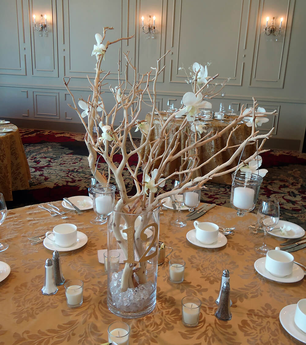 extravagant floral arrangements for your dining table 1