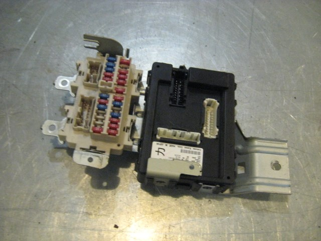 04 Infiniti G35 Coupe BCM / Interior Fuse Box 284B1 AC301 R16457 in