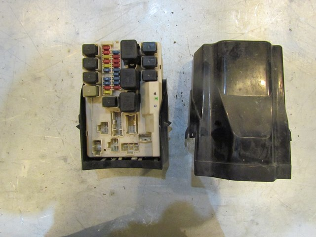 2004 Infiniti G35 Coupe IPDM-ER Fuse Box Under Hood 284B7-AQ007 in
