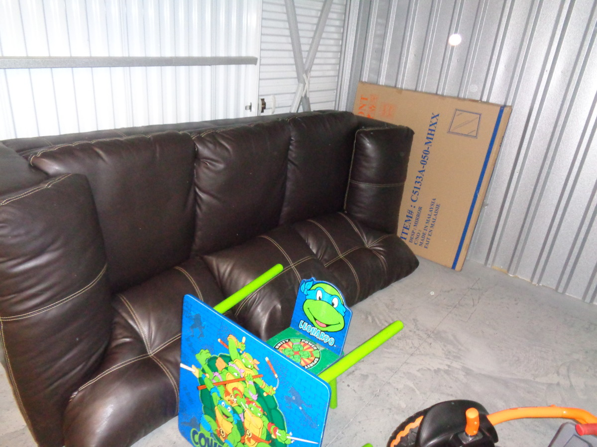 Sofa Bed Giant Malaysia Storage Unit Auction 699803 Harrisburg Pa Storagetreasures