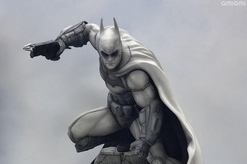 Batman\u0027s Arkham Asylum Design Is Back As A Black  White Statue