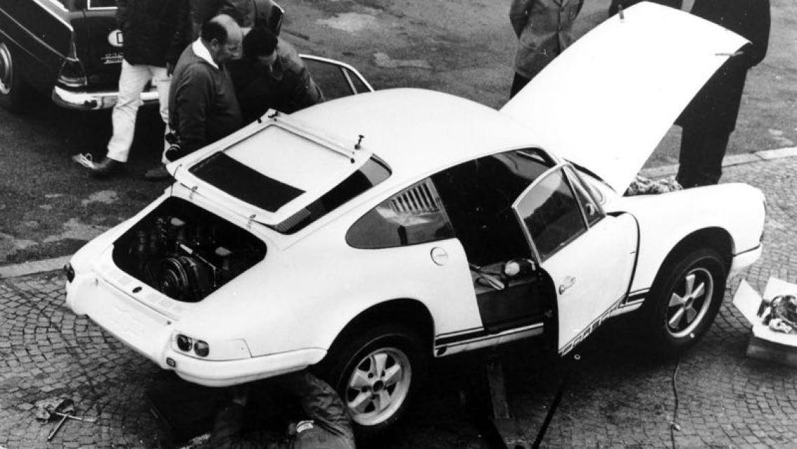 Porsche Typ 911 R 2.0 Coupe, World record run in Monza, October 1967, Porsche AG, Drivers: Steinemann/Siffert/Spoerry/Vogele