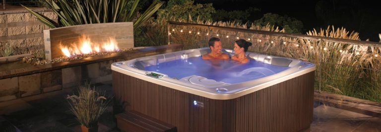 Jacuzzi Whirlpool Unterschied What's The Difference Between A Jacuzzi And A Hot Tub