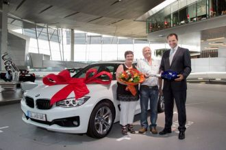 087622-bmw-welt-marks-100-000th-delivery.1-lg