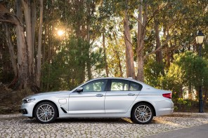 BMW Unveils the 530e and M550iX at Detroit