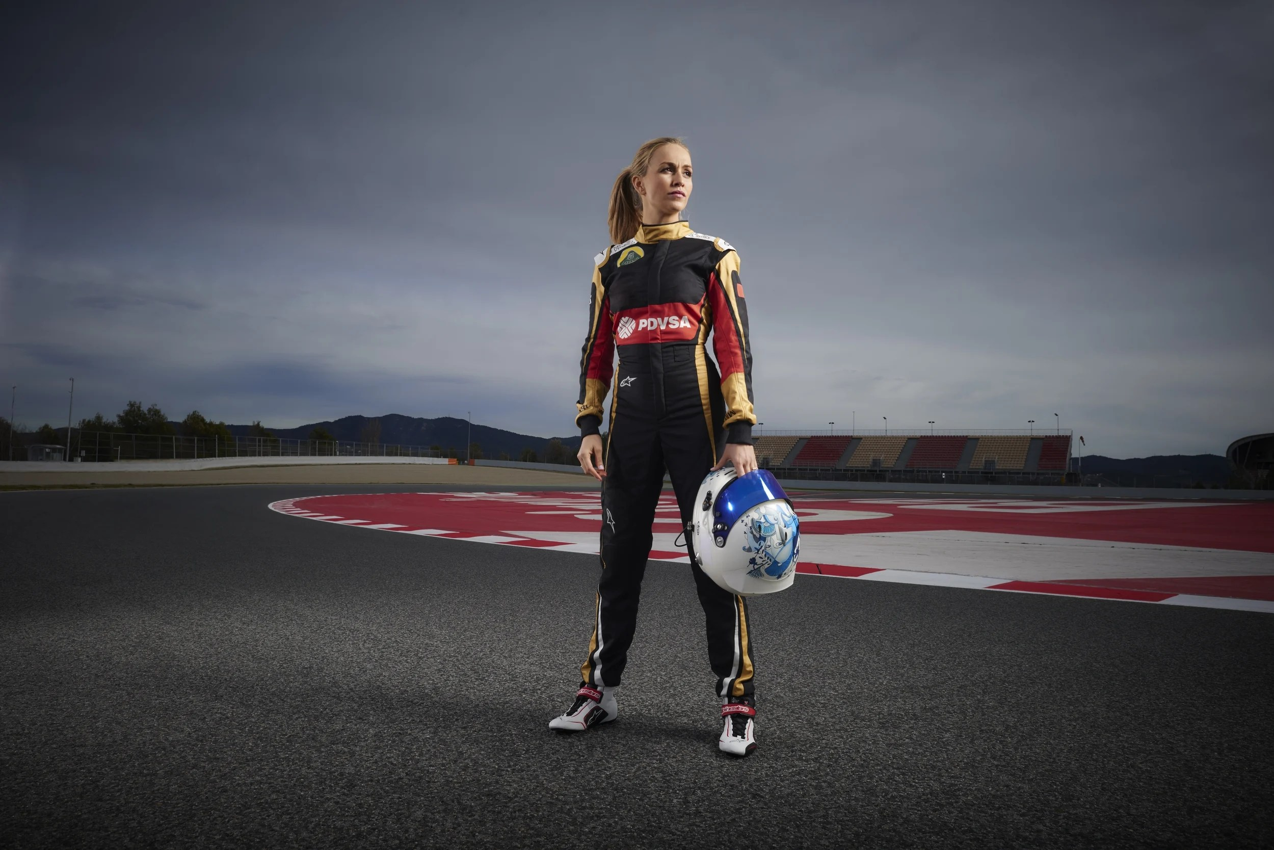 F1 2017 Car Wallpaper Lotus Formula One Team Appoints Female Driver Photos